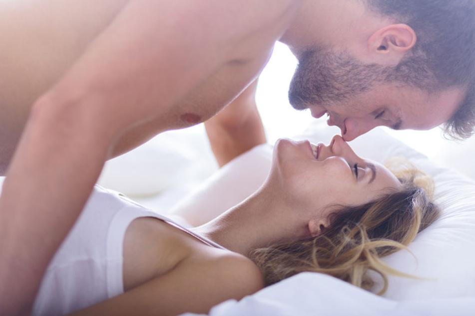 Gerade in längeren Beziehungen kann das Sexleben schnell auf der Strecke bleiben.