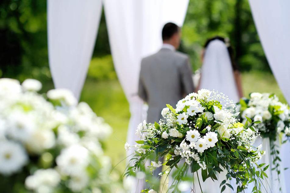 Es sollte eigentlich der schönste Tag ihres Lebens werden, doch ein Dieb machte dem Hochzeitspaar einen Strich durch die Rechnung. (Symbolbild)