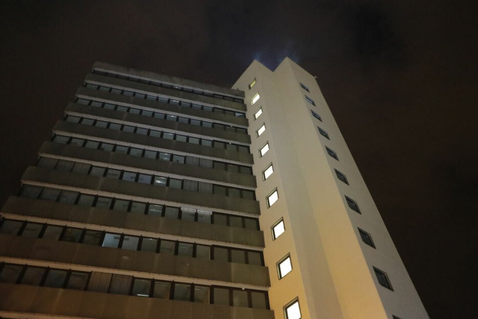 In einem Hochhaus in der Otto-Schmerbach-Straße brannte es in der 12. Etage.