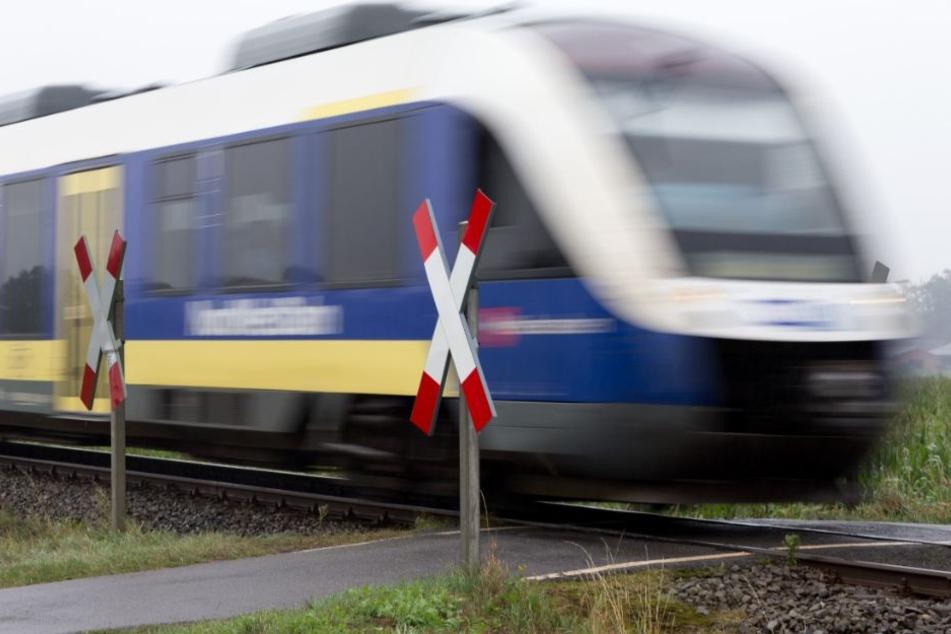 Inzwischen will die Nordwestbahn über eine Zeitarbeitsfirma an Lokführer kommen.