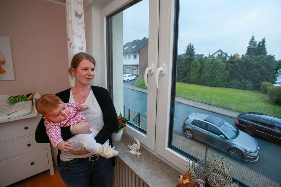 Dana Born und ihre Tochter Inga werden immer wieder von lauten mysteriösen Knall aufgeweckt.