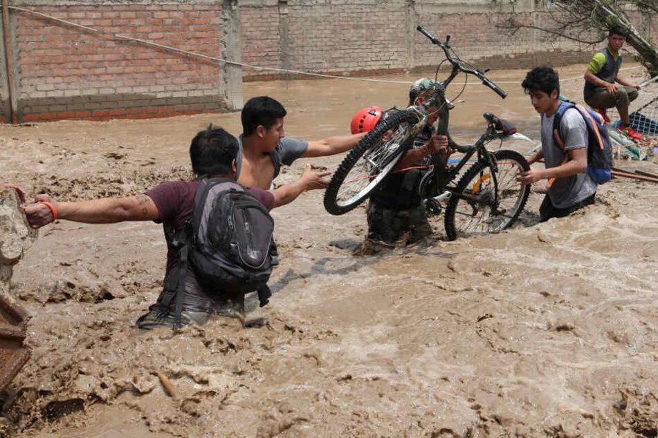 Seit Dezember anhaltende Regenfälle haben zahlreiche Erdrutsche und Überschwemmungen in Peru verursacht.