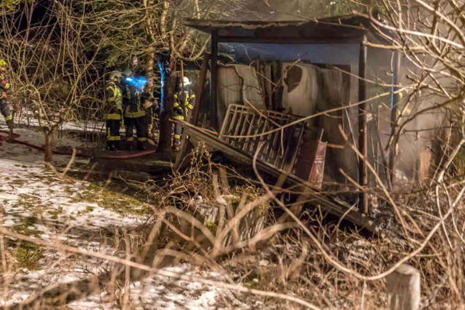 Nach dem Brand blieb nur noch das Grundgerüst der Laube stehen.