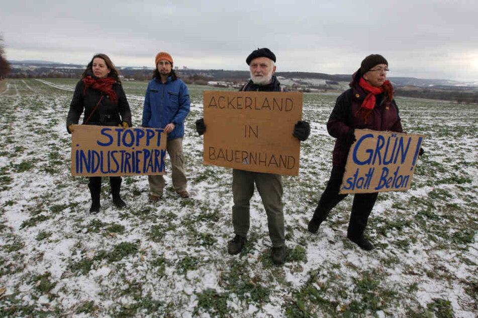 Bürger aus Pirna, Heidenau und Dohna protestieren gegen den geplanten Gewerbepark.