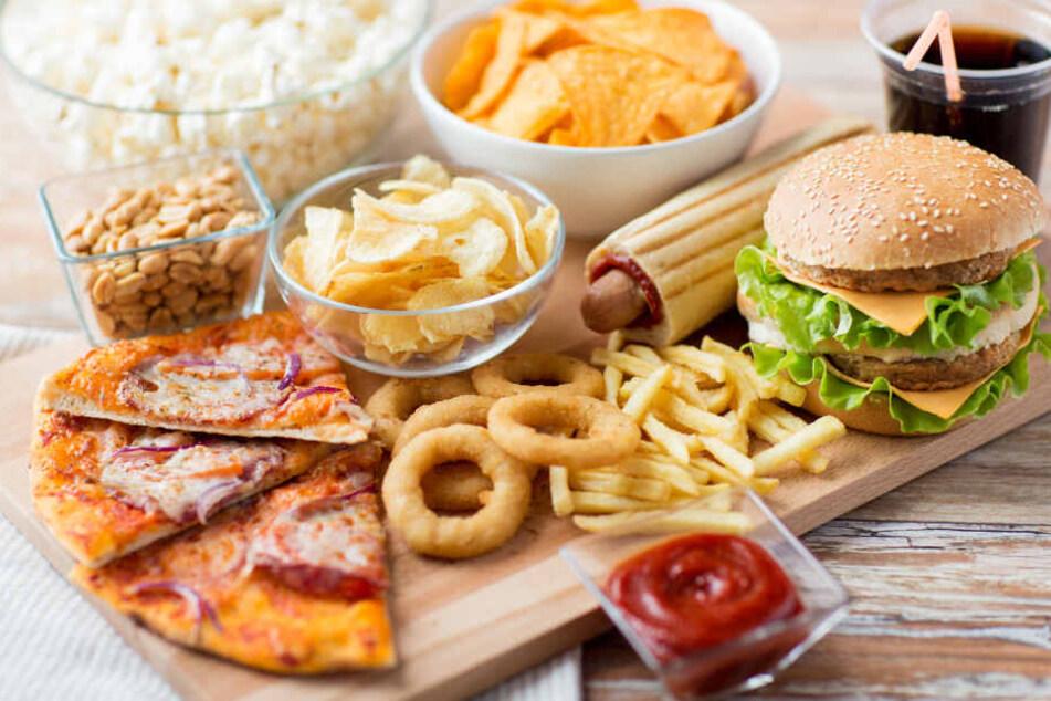 Fast Food und zuckerhaltige Getränke sind die falsche Wahl für dicke Kinder.