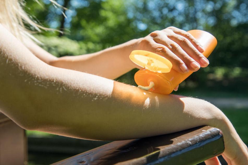 Beim Kauf von Sonnencremes lohnen sich Naturkosmetikhersteller (Symbolfoto).