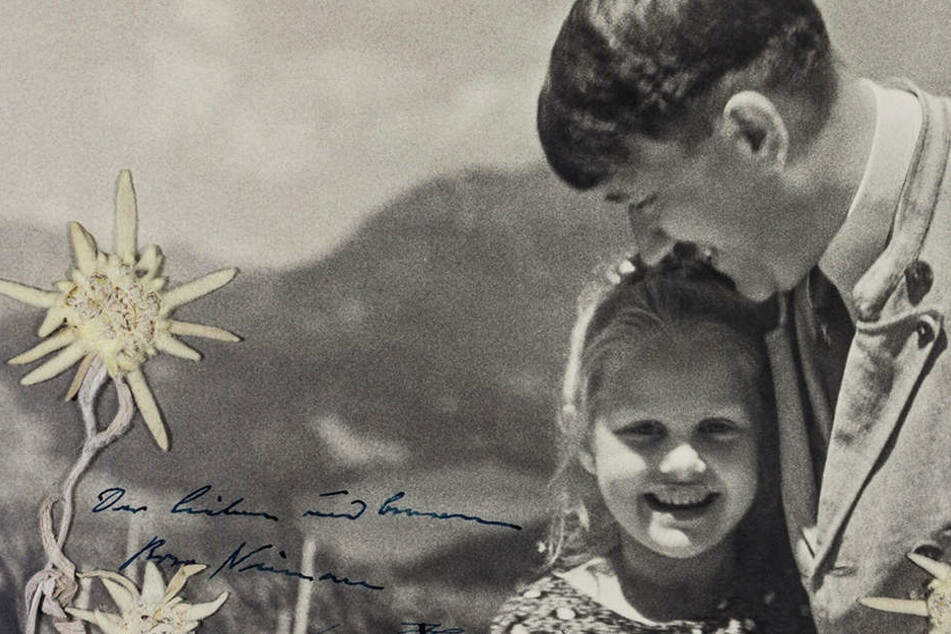Seltsames Bild: Hier ließ sich Hitler mit einem jüdischen Mädchen fotografieren