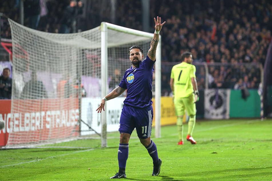 Die Osnabrücker Hoffnungen ruhen auf Marcos Álvarez, der hier einen Treffer feiert.