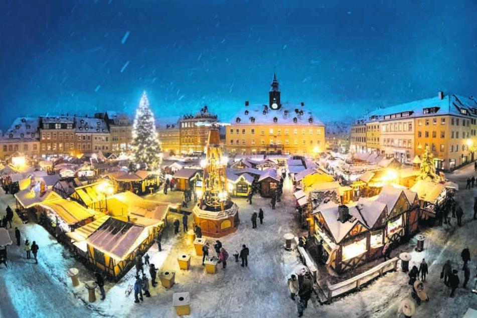 Die letzte Station der Pyramidenrundfahrt bildet der Weihnachtsmarkt in Annaberg-Buchholz.