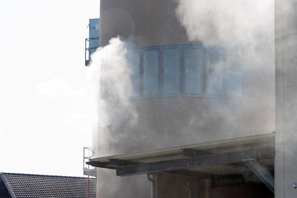 Eine Explosion hatte den Brand in dem Silo ausgelöst.