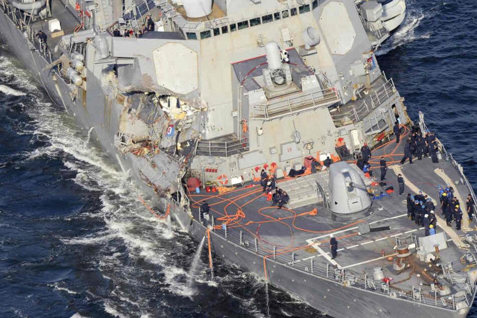 Der US-Zerstörer wurde schwer beschädigt.