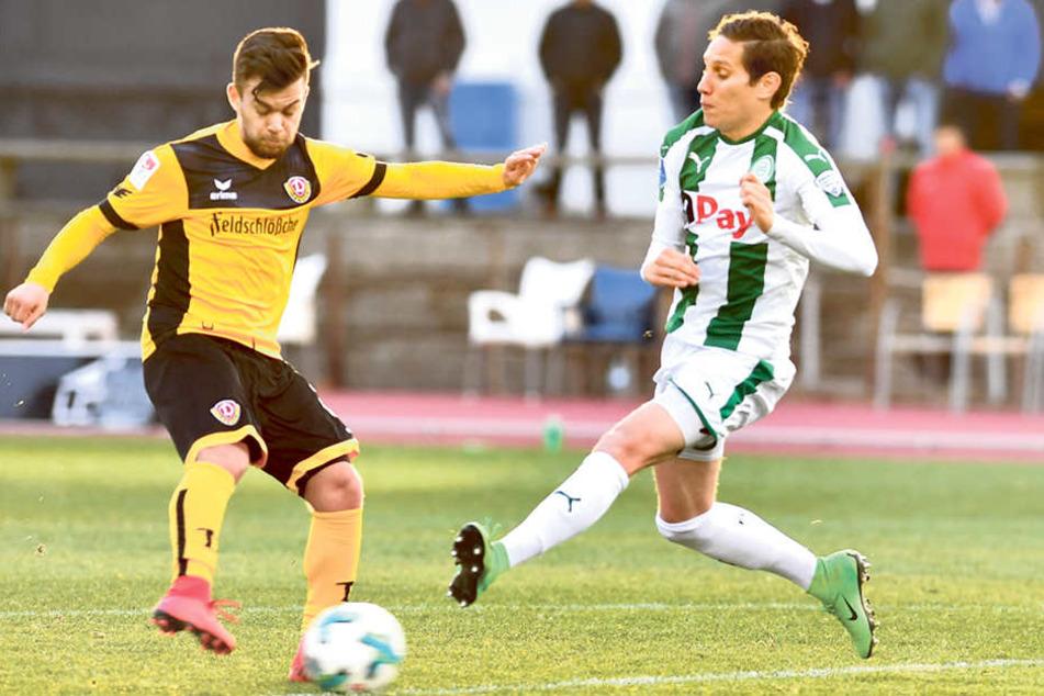 Sascha Horvath (l.) zieht vor David Browne ab und trifft zum 2:0 für die Dresdner.