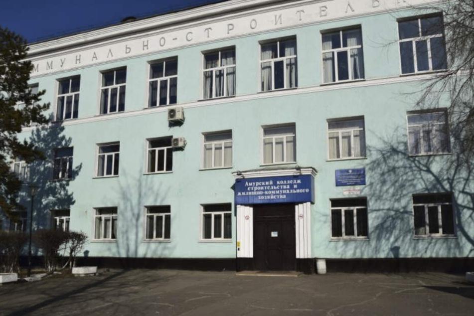 Bei Schüssen in dieser Beruffschule im Osten Russlands sind zwei Menschen ums Leben gekommen.