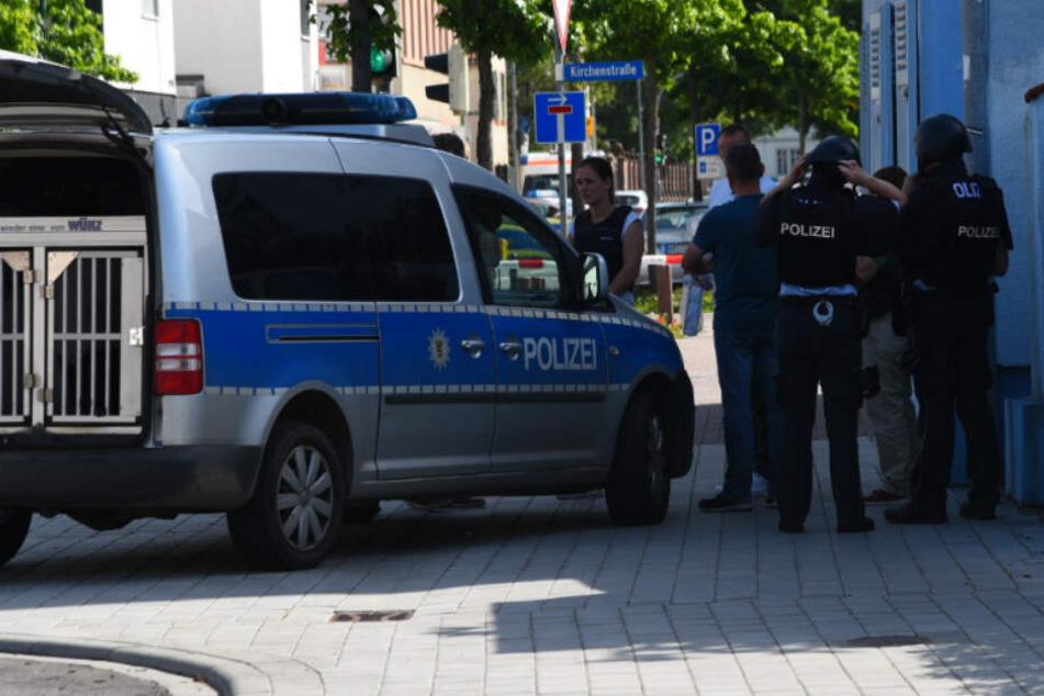 Bewaffneter Banküberfall! Täter auf der Flucht, SEK rettet Angestellte