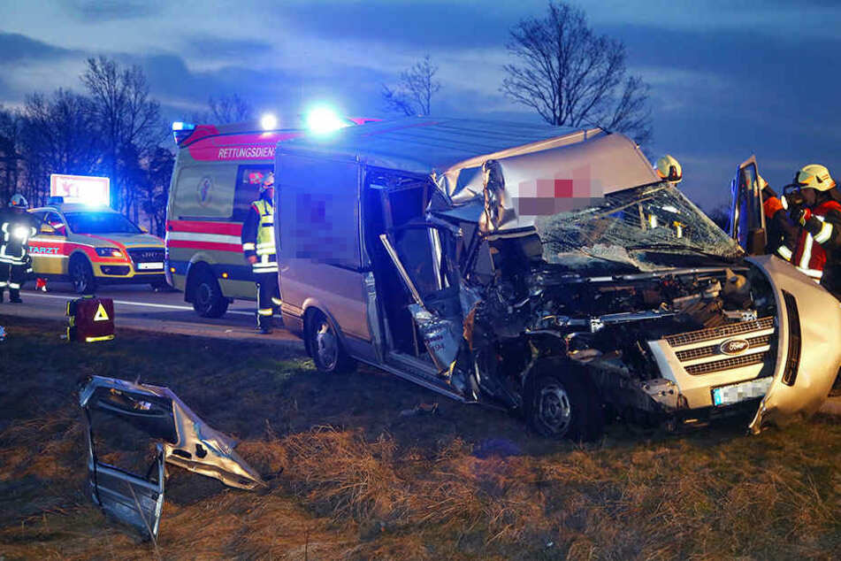 Der Ford wurde bei dem Crash völlig zerstört.