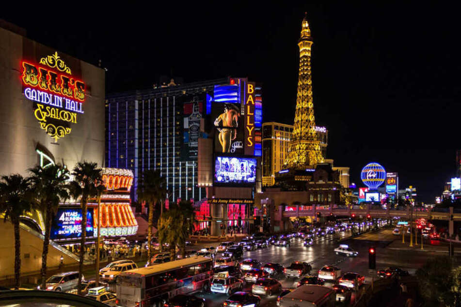Auf dem Las Vegas Strip sorgen über 20.000 Kilometer Neon-Röhren dafür, das die Nacht zum Tag wird.