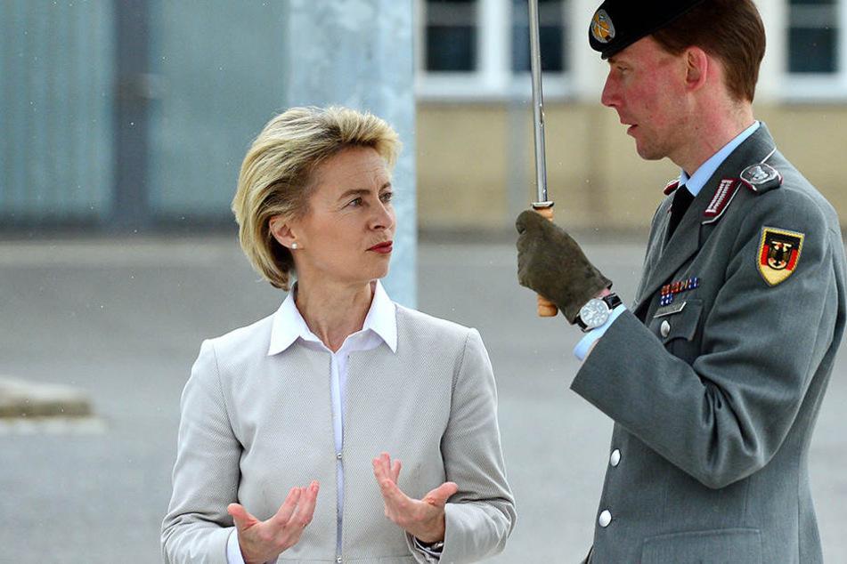 Ursula von der Leyen besucht die Bundeswehr in Augustdorf.