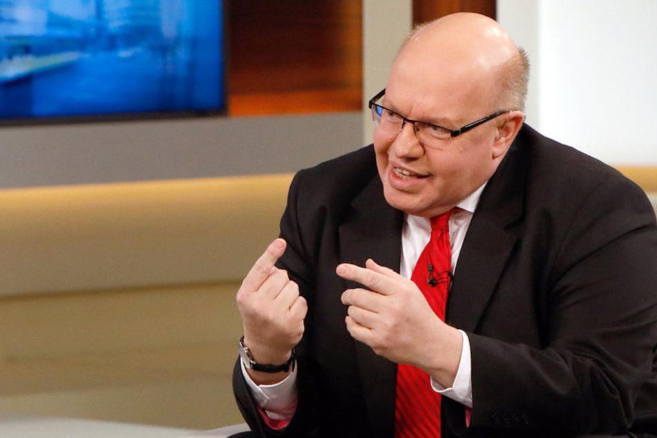"""Peter Altmaier (58, CDU): """"Ein Einreiseverbot wäre das letzte Mittel. Das behalten wir uns vor."""""""