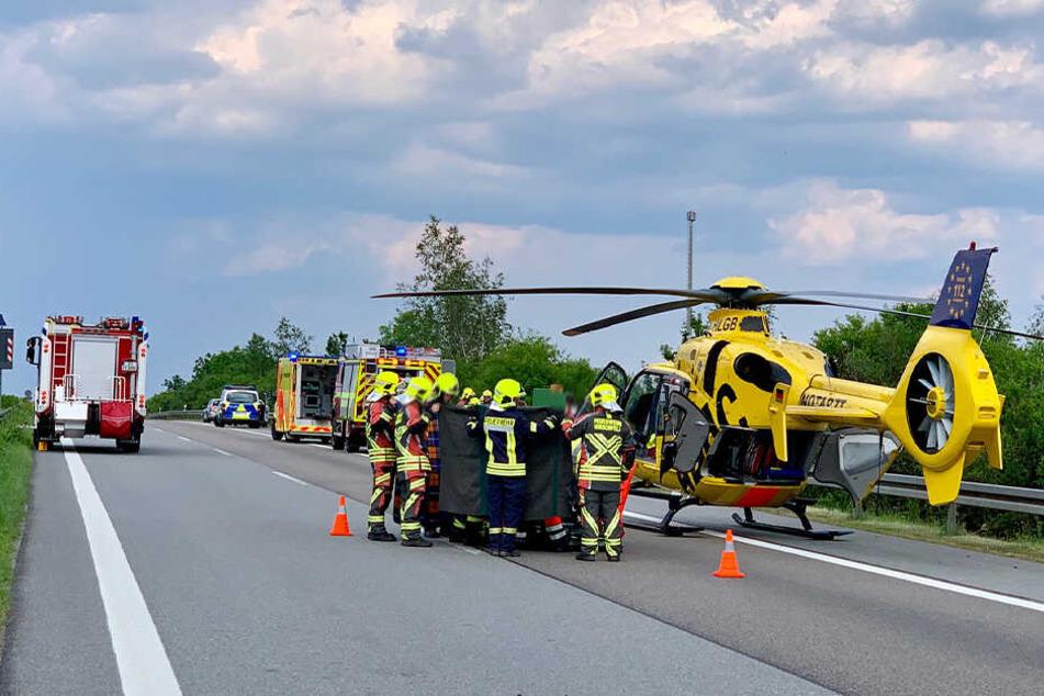 Der verletzte Fahrer kam mit dem Rettungshubschrauber ins Krankenhaus