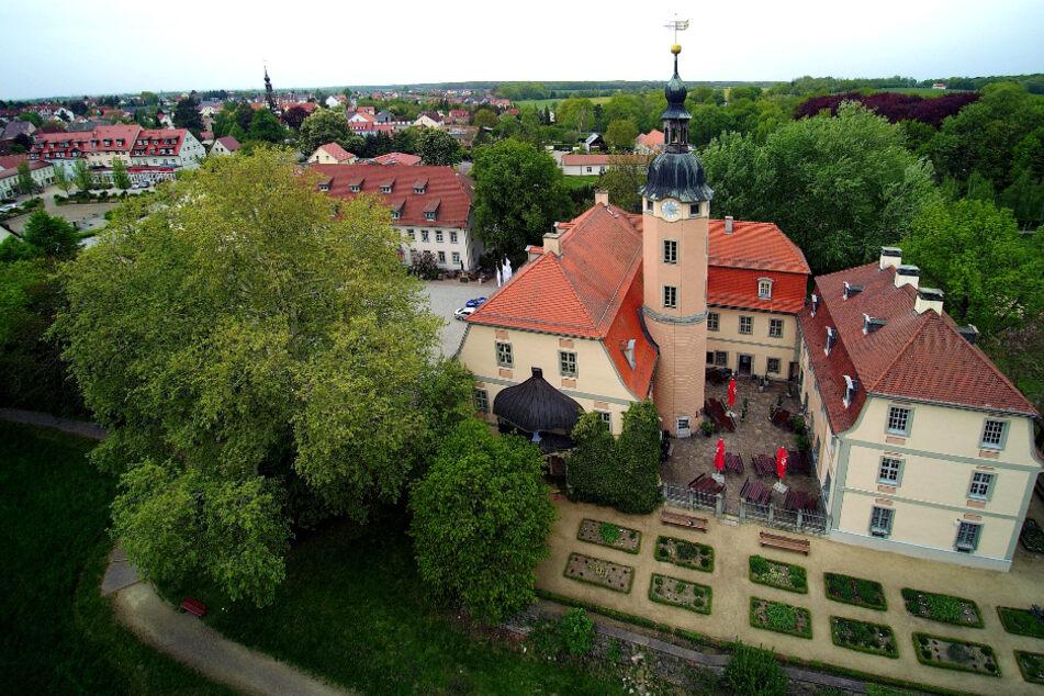 Das Brautpaar hatte im Schloss Machern gefeiert, eine der beliebtesten Hochzeitslocations im Leipziger Umland. Allein in diesem Jahr soll es dort jedoch schon mehrfach zu Einbrüchen gekommen sein.