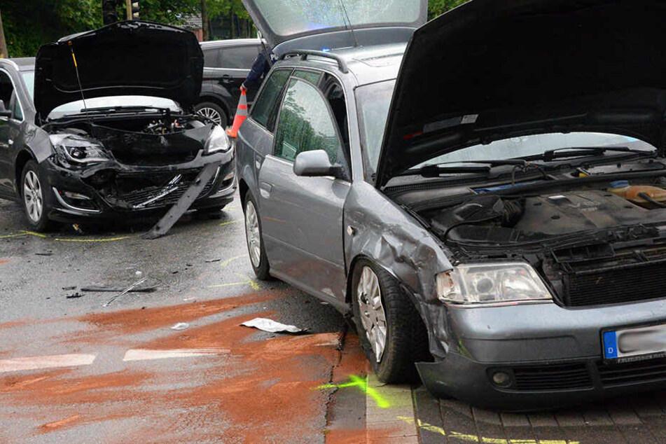 Eine 31-Jährige übersah einen entgegenkommenden Opel und krachte mit ihm zusammen.