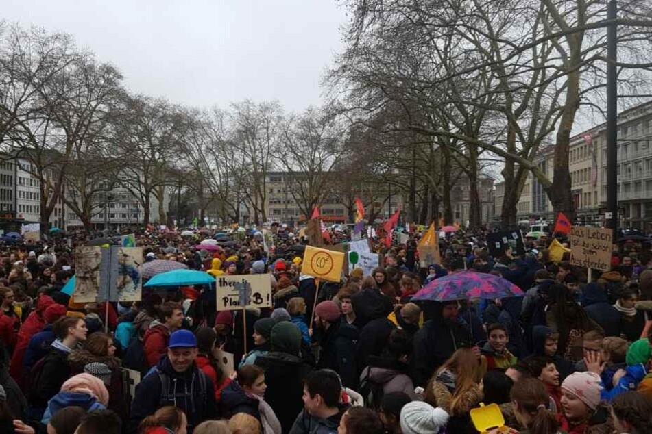 Am Neumarkt sammelten sich am Freitag (15. März) Tausende Demonstranten.