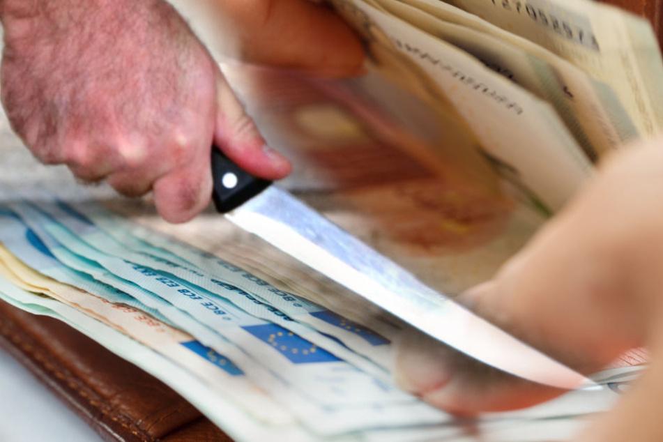 Wegen 170 Euro soll ein heute 29-Jähriger einen Bekannten ermordet haben. (Fotomontage/Symbolbild)