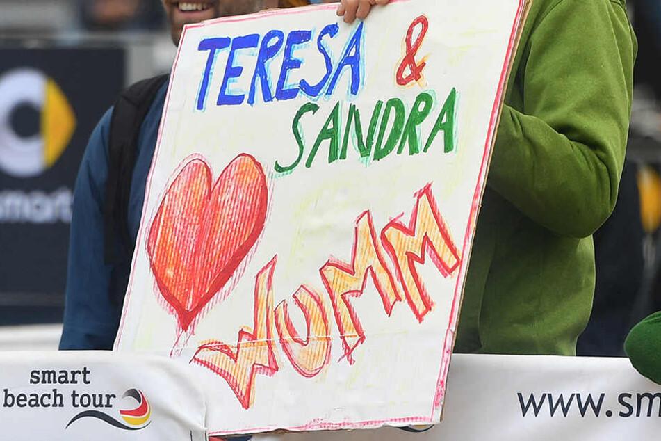 Die Fans von Sandra Ittlinger & Teresa Mersmann hatten gut lachen. Ihr Duo steht im Halbfinale.
