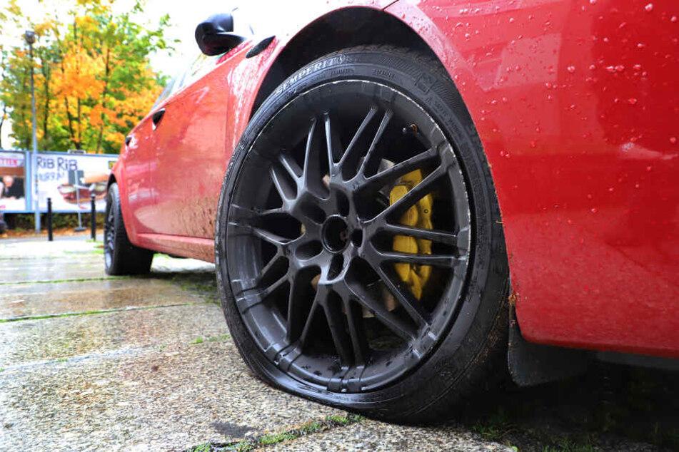 Immer wieder wurden im Chemnitzer Stadtgebiet Reifen von falsch geparkten Autos zerstochen.