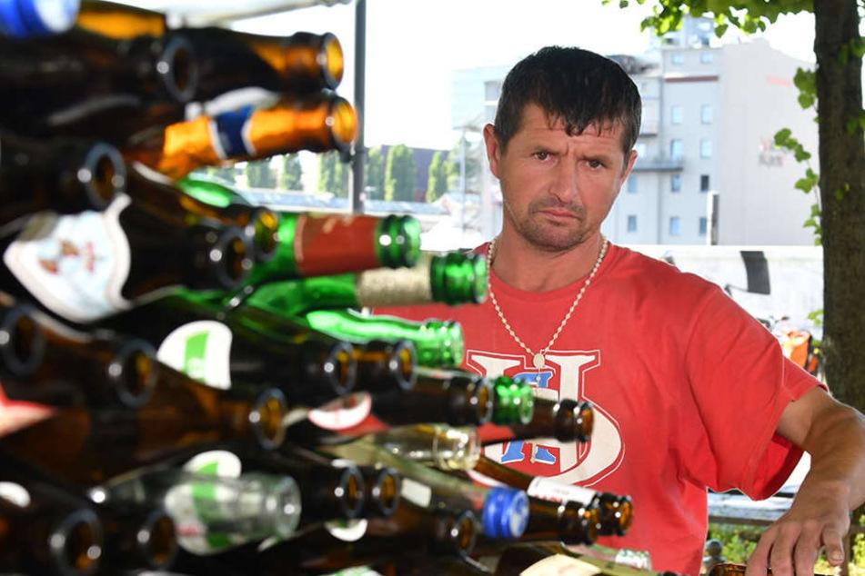 Von den 360 Euro ging er Essen und schickte seinem Bruder in Polen Geld. 60 Euro stahl ihm ein anderer Obdachloser.