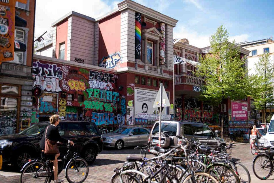 Blick auf das linksautonome Kulturzentrum Rote Flora im Schanzenviertel.