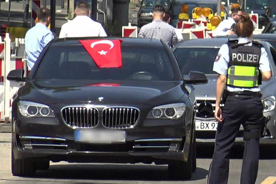 Türkischer Hochzeitskonvoi sorgte mal wieder für Ärger. (Symbolbild)