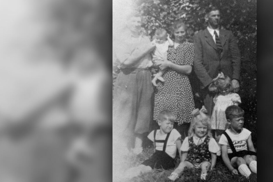 Henrick Gleitman (obere Reihe, l), Michael Köhldorfner (obere Reihe, r) und seine Ehefrau Cäcilia (obere Reihe, 2.v.r) mit fünf ihrer sieben Kinder.