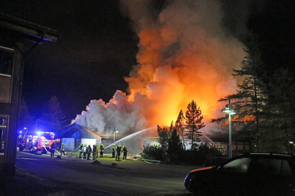 Feuer vernichtet Schule in Berchtesgaden: Zwei Millionen Euro Schaden