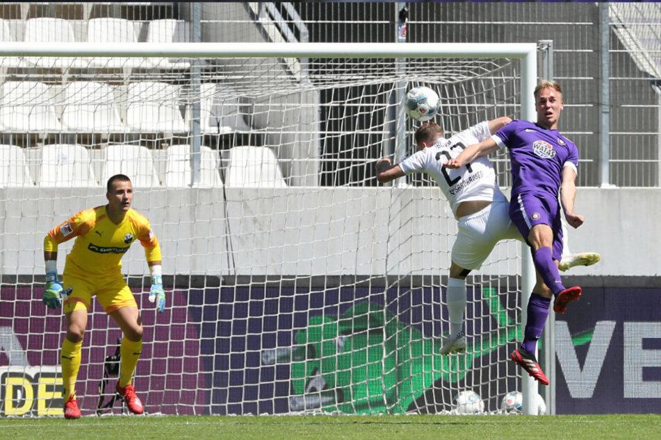 Florian Krüger köpft zum 2:0 für Aue ein.
