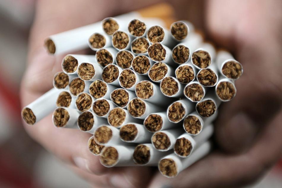 Zoll entdeckt bei Kontrolle über 17.600 Zigaretten
