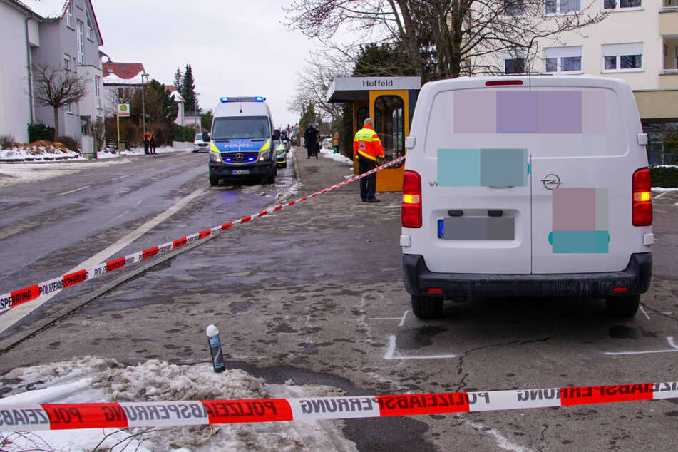 Beim Ausparken: Fußgänger von Transporter erfasst und schwer verletzt