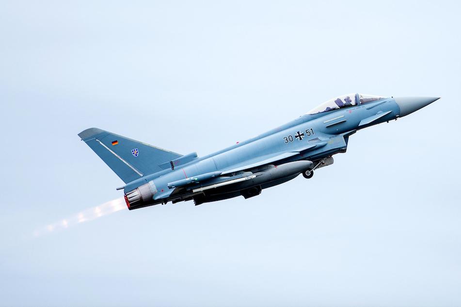 """Ein Jet der Bundeswehr vom Typ """"Eurofighter"""" hat in München einen Überschallknall erzeugt. (Symbolbild)"""