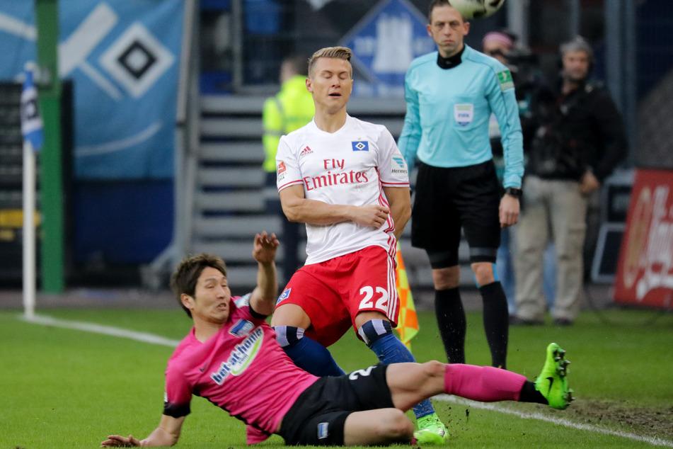 Matthias Ostrzolek (Mitte) spielte drei Jahre für den HSV. (Archivbild)