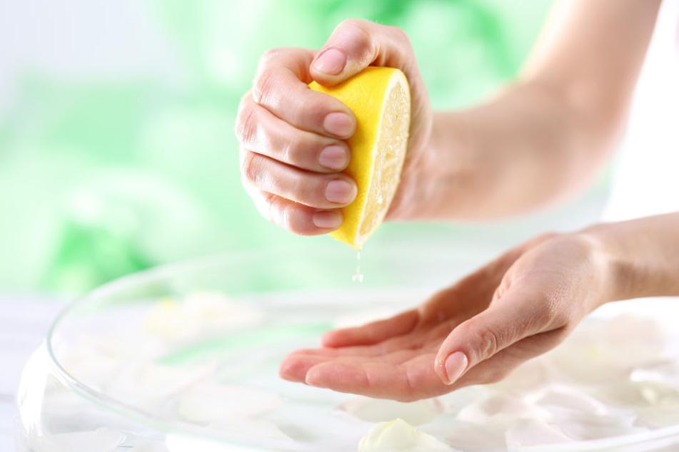 Zitronensaft betäubt Mückenstiche.