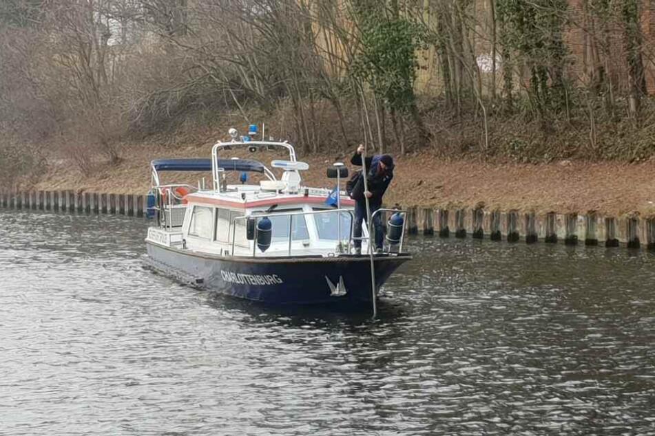 Nach Angaben der Polizei fand sie kein Auto im Wasser.