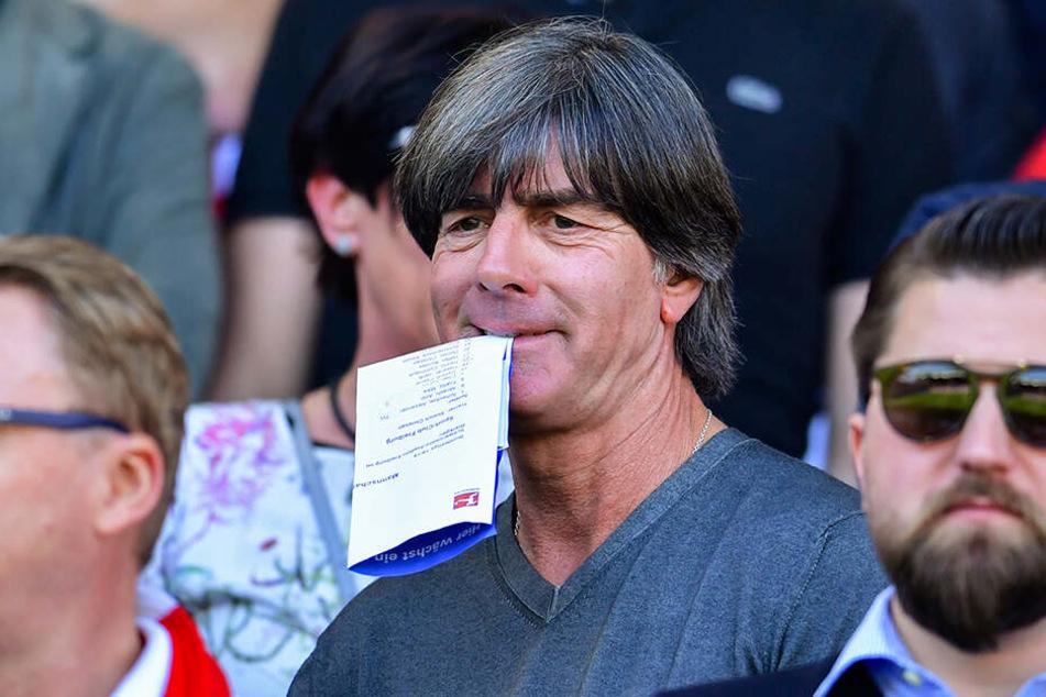 Auch Bundestrainer Joachim Löw sah sich das Spiel der Freiburger gegen den deutschen Rekordmeister im Stadion an.