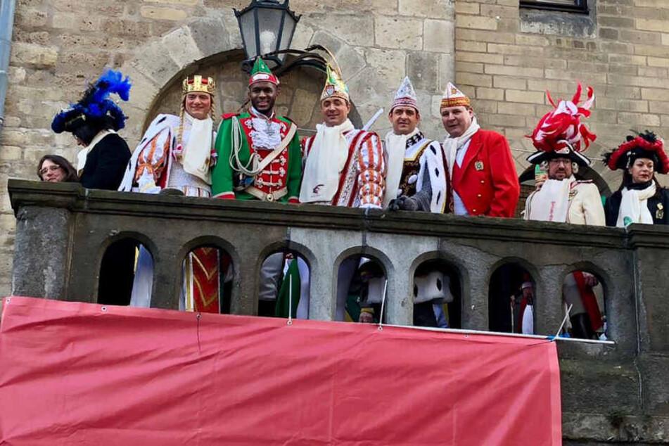 Anthony Modeste stattet dem Kölner Dreigestirn einen Besuch ab.