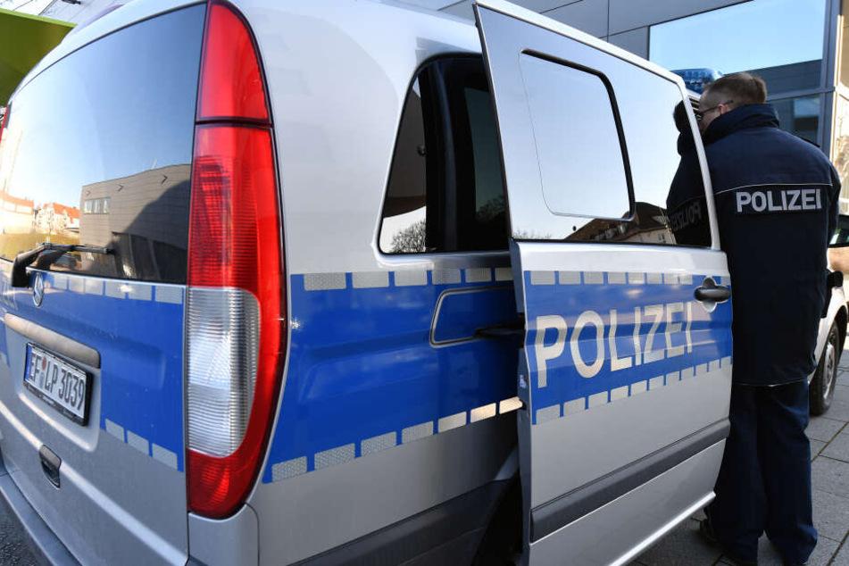 Polizisten haben sich in Erfurt in mehreren Gaststätten umgesehen. (Symbolbild)