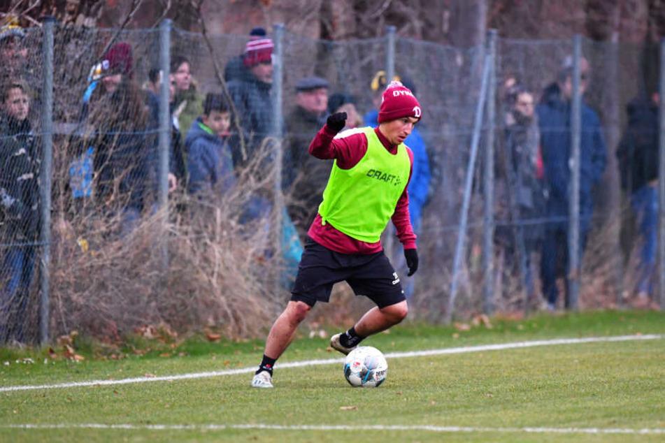 Baris Atik beim Trainingsspiel am Freitag. Bei einer kleinen Schauspieleinlage von ihm gab es von hinterm Zaun eine deftige Ansage.