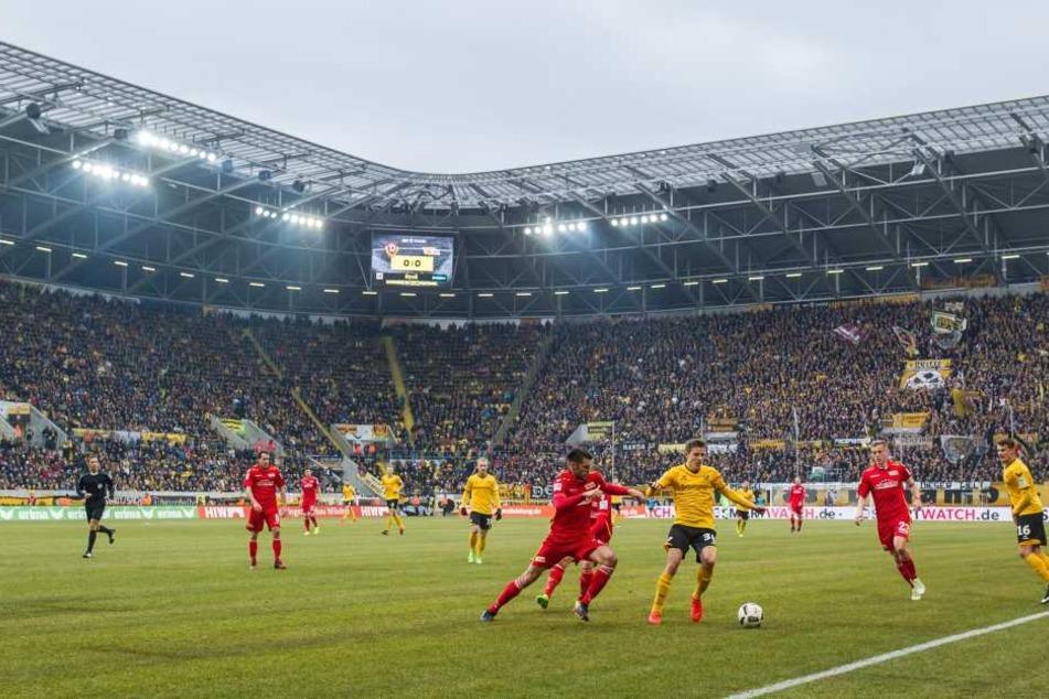 Die Anzeige im DDV-Stadion wird am Sonntag gegen Union Berlin keine Zwischenstände anzeigen.