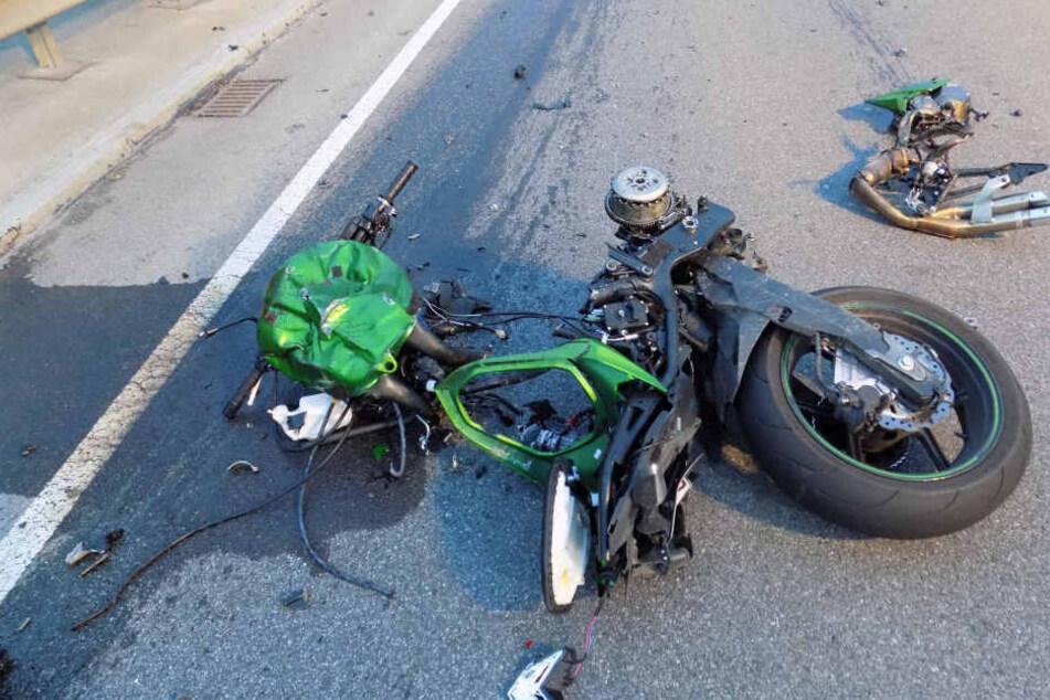 Das völlig zerfetzte Bike des Mannes nach dem Frontalcrash.