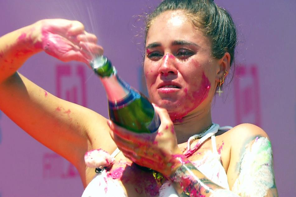 Ließ die Champagnerkorken knallen - aber nicht gut genug: Melissa Damilia (24).