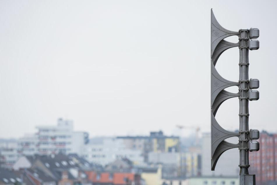 Sirenen heulen am Hamburger Hafen auf: Das war der Grund!