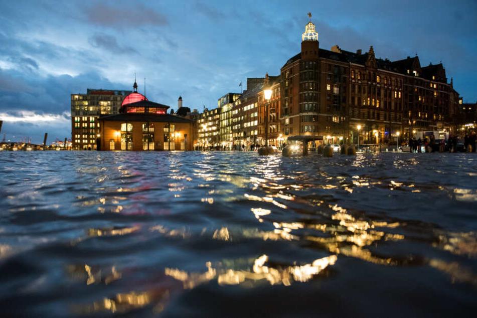 Der Fischmarkt steht unter Wasser, das könnte bald erneut geschehen. (Archivbild)